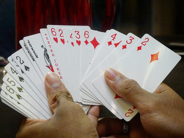 How Is Playing Online Gambling Games Profitable?