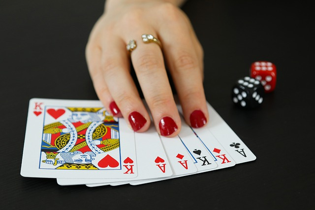 What are the benefits of selecting a reliable poker site?